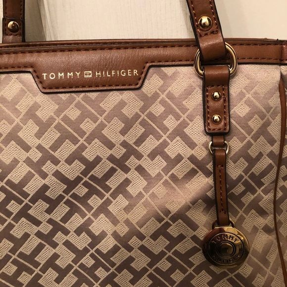 Tommy Hilfiger carry purse  Awesome color